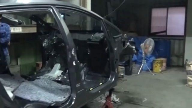 警攻堅解體工廠 車遭拆解零件四散