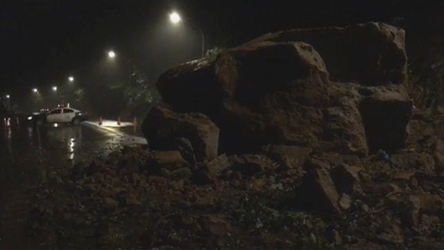 天降巨石阻斷瑞八公路 僅能單向通車