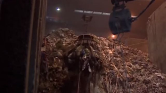 清除業者排隊搶倒垃圾 控環局調度出包