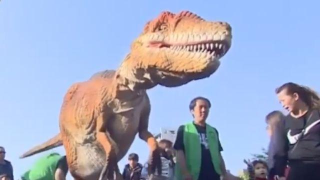 「真」恐龍疵牙咧嘴 小朋友當場被嚇哭