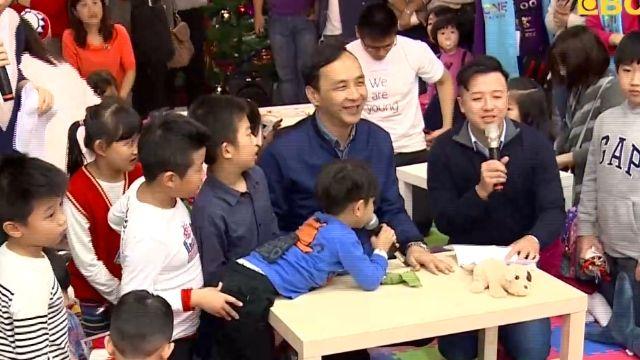 失控!朱與小朋友寫耶誕卡 被搶麥克風