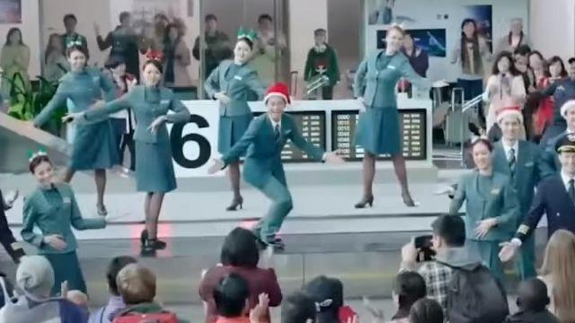 行李輸送帶變琴鍵 空服員熱舞旅客驚喜