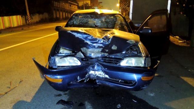 轎車為閃貓撞死18歲獨子...母泣金嘸甘