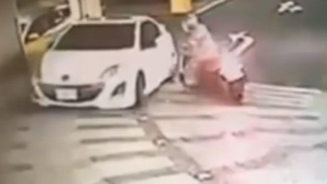 打滑追撞汽車還求償 駕駛控騎士「卡油」