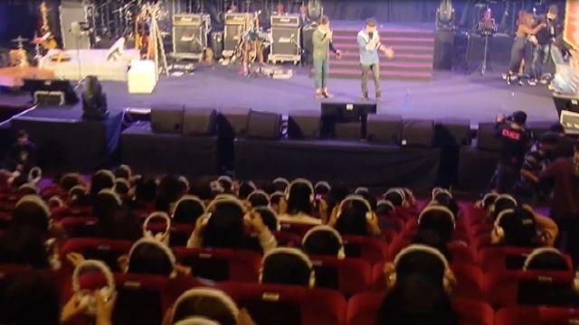 林俊傑耳機音樂會 歌迷「戴著」聽