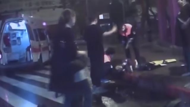一團亂!酒駕轎車機車撞三人 再衝海產店