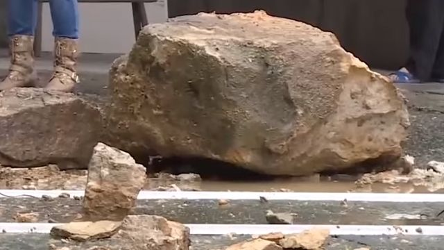 大雨引坍方 兩噸土石百戶旁崩塌