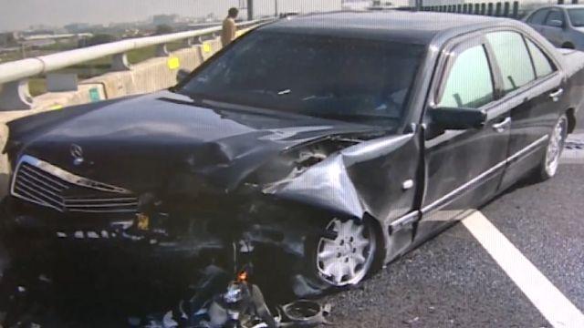 廂型車追撞轎車 S型失控連環撞