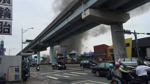濱江街車廠傳火警  火勢已控制