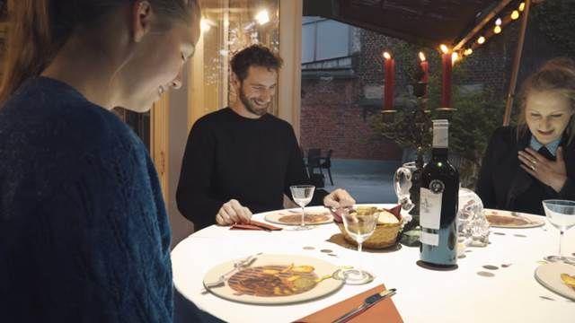 餐廳派神秘嘉賓等菜空檔「不再滑手機」
