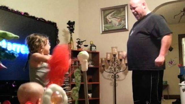 超級奶爸大跳機械舞 靈活程度超乎想像