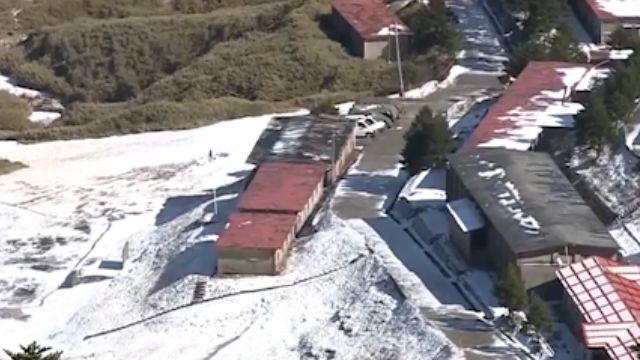 合歡山降雪 積雪5公分 遊客聞風賞雪