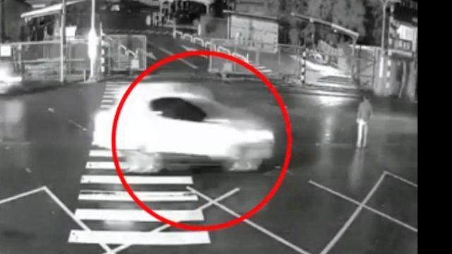 悚! 民眾違規穿越馬路 10秒內連遭2車撞