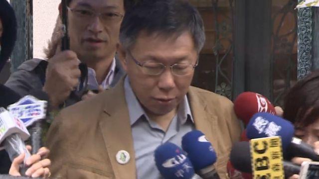 選後柯P低調上班!特意別上「綠色台灣徽章」