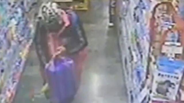 自備購物袋! 偷超商寵物用品裝滿袋