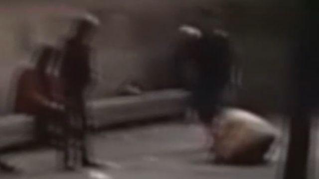 街友偷打火機遭毆 民眾直擊如「審判」現場