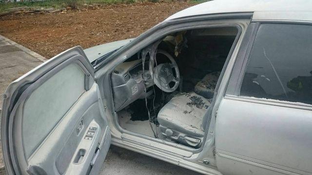 車內燒炭竄煙被攔查 駕駛開車飆4公里逃