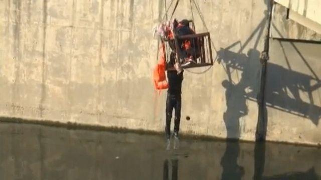 零下3度!陸男跳河 員警救援反被推下水