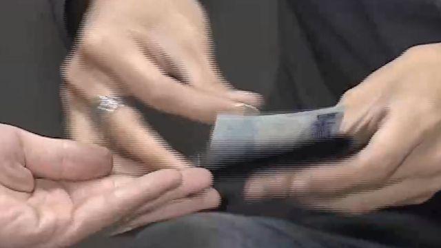 藏鈔「障眼法」心理戰 專業魔術師:有練過