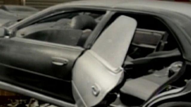 驚!轎車失控衝撞梁柱 發出巨響居民關心