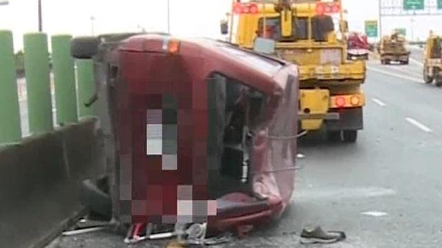 前方急煞...遊覽車追撞二車11人傷