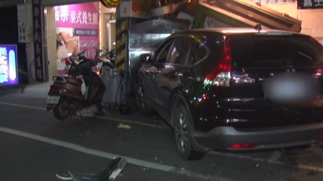 吃完尾牙酒駕 連追撞9車後...衝進路邊燒烤店