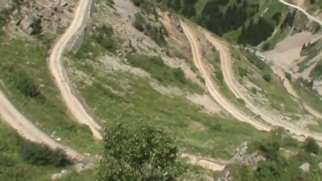 地球最危險公路 29個髮夾彎「開上路像玩命」