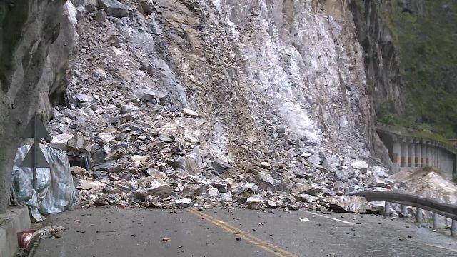 中橫176.3公里大坍方 河床成了「堰塞湖」
