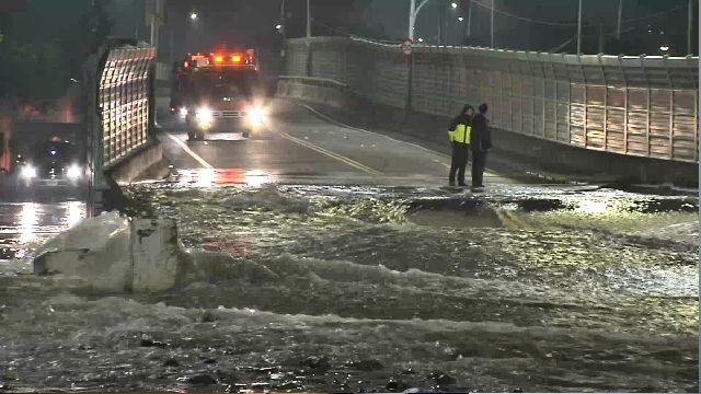 柑園橋爆水管 吞路改道、52戶水淹夜驚魂