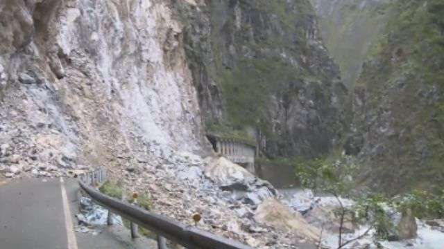 中橫「錐離斷崖」大坍方 河床成「堰塞湖」