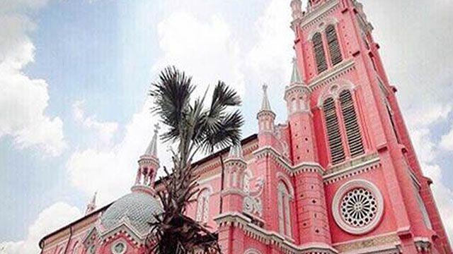 就在越南!女孩們結婚首選超夢幻粉紅教堂