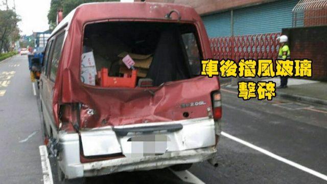 駕駛酒駕載貨! 一煞車…鐵捲門飛砸前車