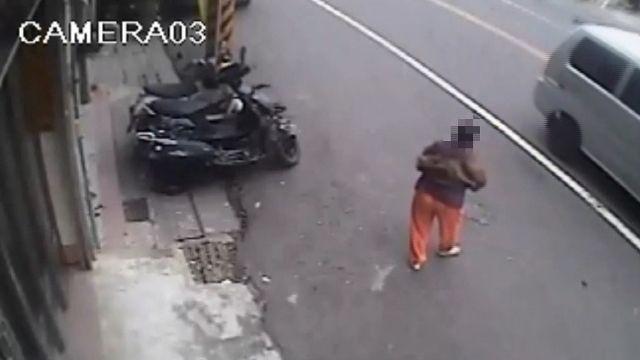 七旬婦人滿臉鮮血狂逃 竟是遭兒子沿街追砍