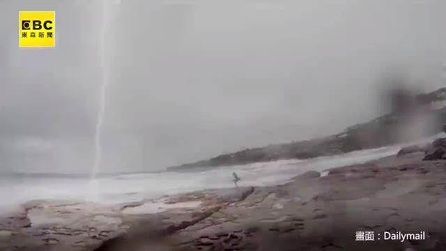 大雷雨還想潛水!澳洲男女險遭雷擊
