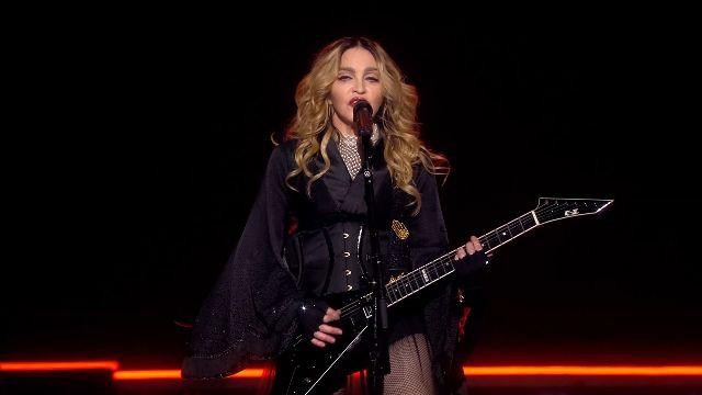 真的是天后!歌迷等到22:20 瑪丹娜才開唱