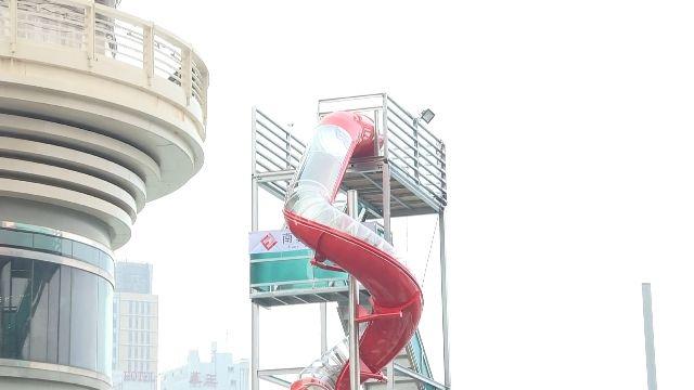 高雄燈會焰火先暖身 「四米高滑梯」