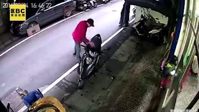 快手偷包賊 偷竊瞬間全都錄