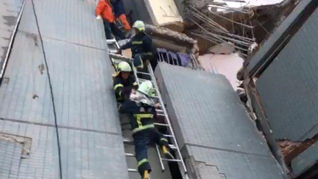 (持續更新)台南維冠大樓震垮 竟湧圍觀打卡人潮
