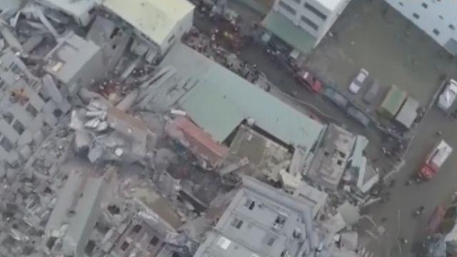 維冠金龍大樓坍塌空拍 17層民宅大樓震垮