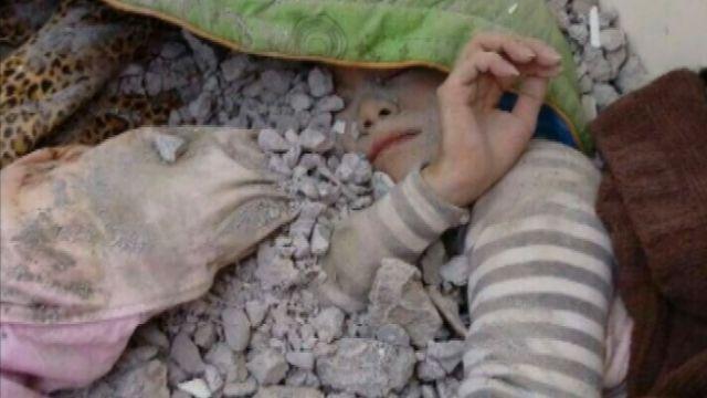 埋瓦礫堆16小時 維冠5樓36歲女住戶幸運獲救