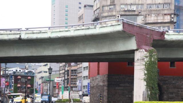39年忠孝橋走入歷史 今晨四點敲下第一槌