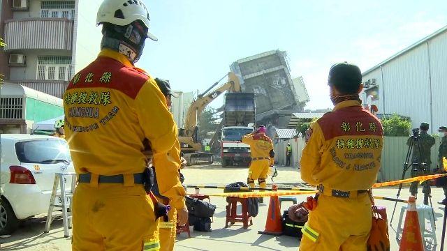 「撐住一點」 救難人員喊話幫受困者打氣
