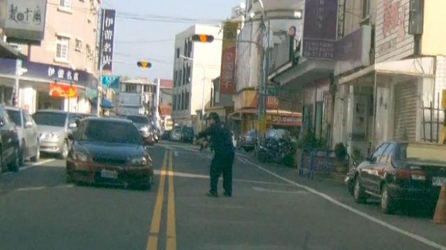 掛改造車牌拒盤查 警匪追逐「開4槍」逮人