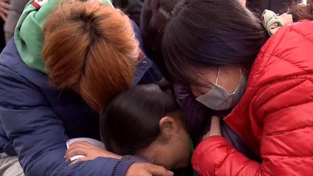 陳冠宇和父親仍失聯 母崩潰跪地求救