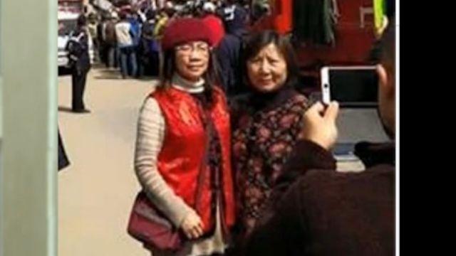 災區穿紅衣拍照 慈善團體理事長被罵翻