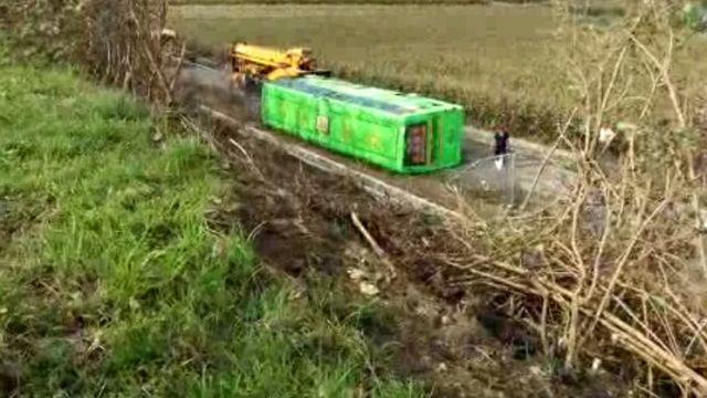 統聯客運翻落國道 6人輕重傷