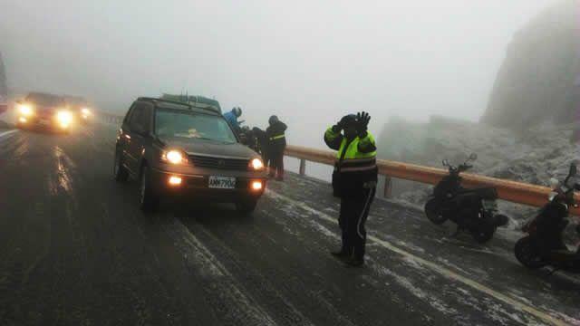 又降雪!合歡山零下3.3度 路面結冰3摔車