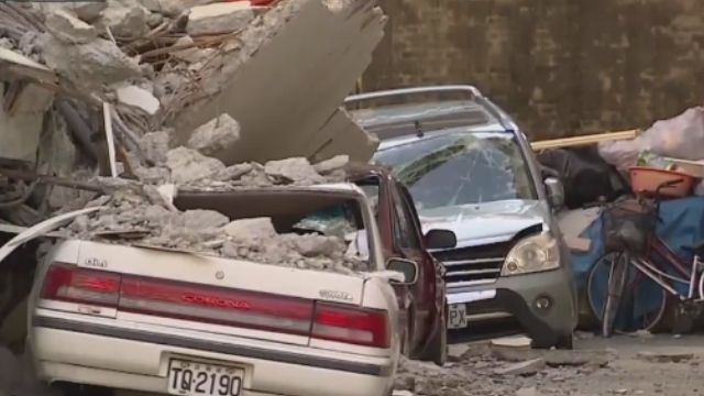 維冠大樓塌 鄰戶14輛車被壓爛「找誰賠」