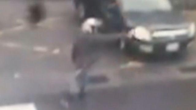 計程車擦撞機車 騎士地院前掏槍威嚇