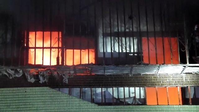 民宅深夜失火 疑使用吹風機不當釀禍 4人嗆傷